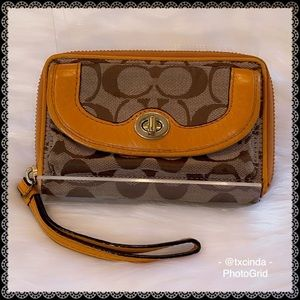 COACH SIGNATURE C Leather-Trimmed Turnkey Wristlet